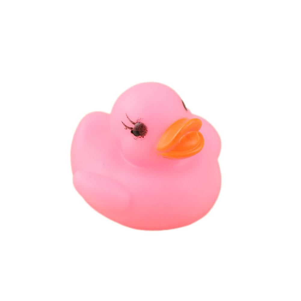 Плавающий Новорожденный ребенок Ванна время игрушка изменение цвета утка мигающий светодиодный светильник s up автоматически при погружении в воду - Цвет: Розовый