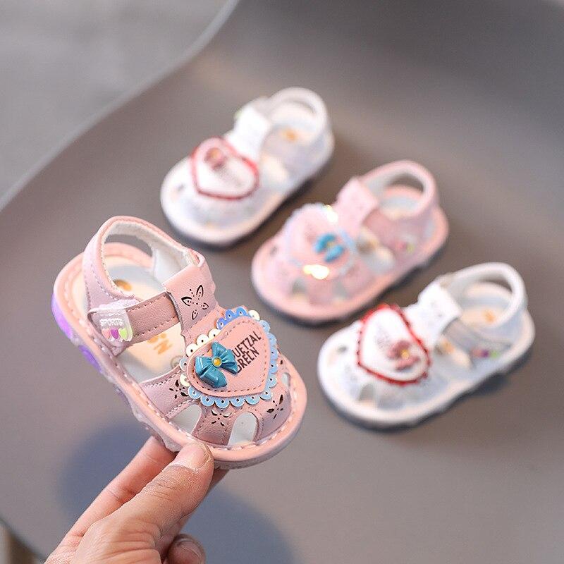 2021 летнее платье для маленьких девочек сандалии маленькая принцесса От 0 до 2 лет мигает тапочки на мягкой подошве для самых маленьких, обувь