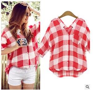 Блузка с коротким рукавом и клетчатой рубашкой