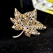 Colorful Maple Leaf Shaped Brooch Pins Clothes for Women New Arrival Wedding Zircon Brooch Leaves Pins  Metal Badges Brooch Jewelry chic emboss figure leaf brooch for women