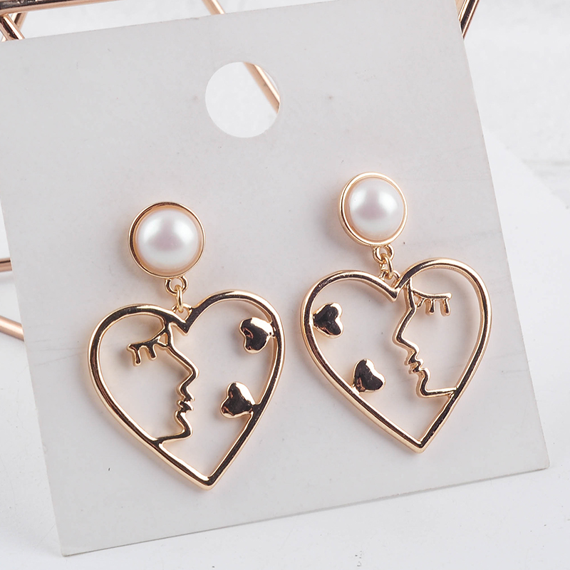 Minimalist Abstract Beautiful Lady Face Kiss Little Heart Drop Earrings For Women Gifts Gold Color Fashion Jewelry Wholesale