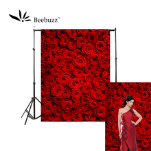 Beebuzz photo backdrop bright red roses backgroung the camera takes ardourl and romantic personal photos