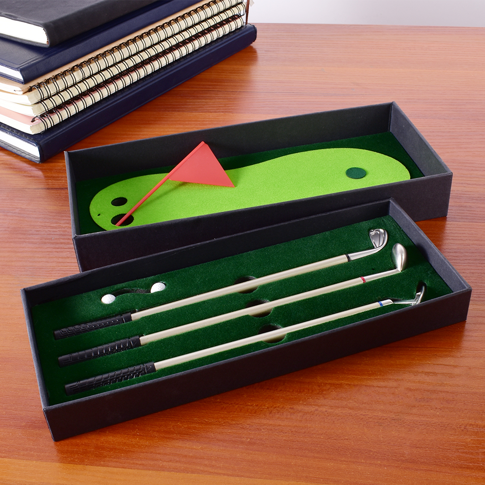 Golf kalem seti masaüstü hediye hediye Mini yeşil sürüş aralığı Metal Golf kulübü kalemler topları ve bayrak