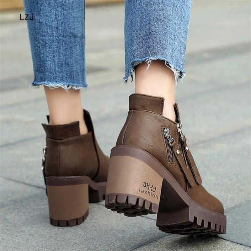 LZJ 2019 Kadın Sonbahar yarım çizmeler Rahat Yeni Kare Topuk Platformu kadın ayakkabısı Süper Yüksek Topuklu Kısa Peluş Çizmeleri