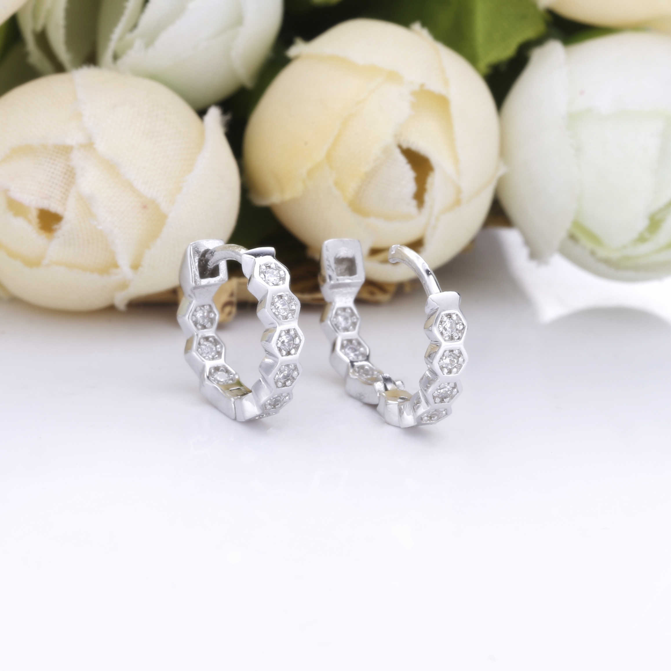 Slovecabin 925 Sterling Silver Baik Sarang Lebah Ring Huggies Kristal CZ Zircon Loop Lingkaran Fashion Wanita Pertunangan Perhiasan Hadiah