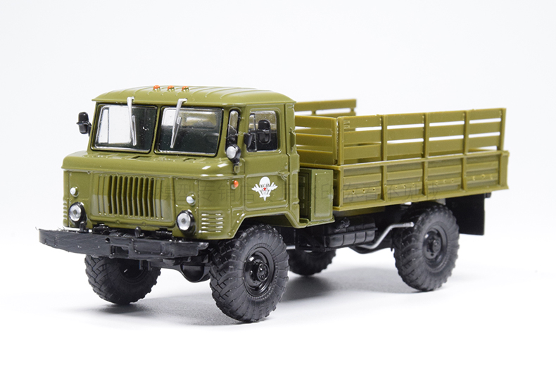 Collectible <font><b>Diecast</b></font> Toy Model Gift <font><b>1:43</b></font> Scale Soviet Union Russian GAZ-66 4X4 <font><b>Vintage</b></font> Off-road Truck Alloy Model Decoration image