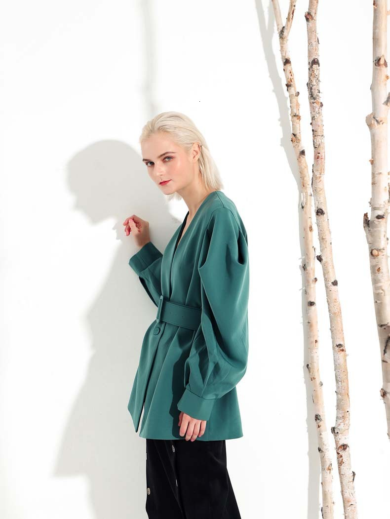 [EAM] 19 New Autumn Winter V-collar Long Batwing Sleeve Fold Split Joint Green Loose BandageJacket Women Coat Fashion JL083 6