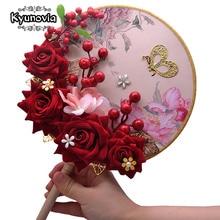 Kyunovia Erröten Rosa Brautjungfern Rose Gold Bouquet Wein Burgund Berry Braut Bouquet Hochzeit Bouquet Blumen D151