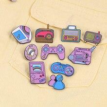 Broches rosas de dibujos animados para niñas, máquina de juego de Radio y TV Vintage, pines esmaltados, joyería de Arte Moderno, insignias vaqueras para niños