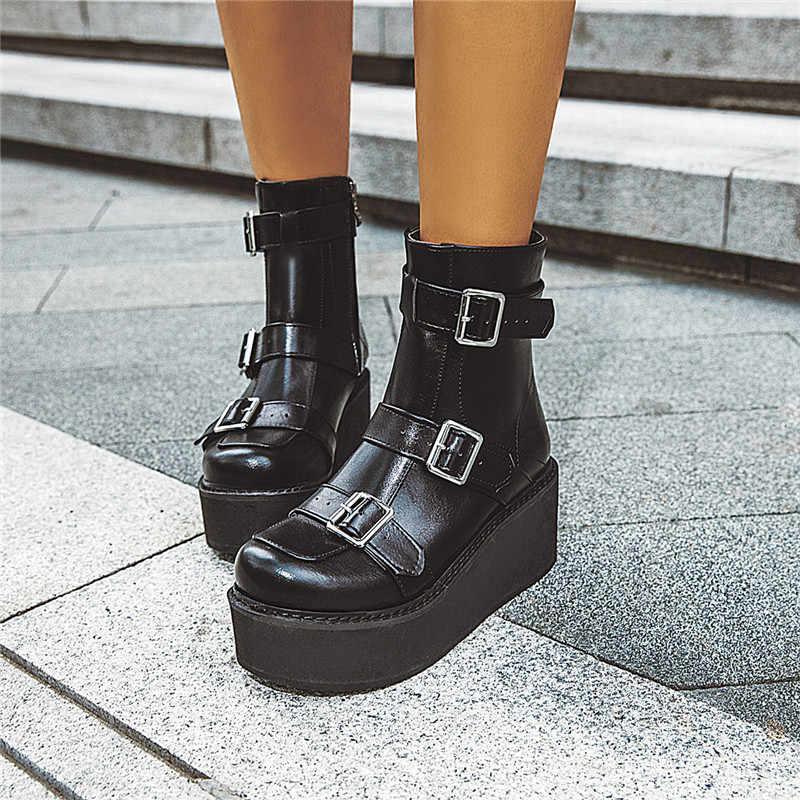 YMECHIC 2019 Sonbahar Kahverengi Siyah Goth Platformu Çizmeler Kadın Toka Kayış Takozlar Ayakkabı Gotik Punk Sürüngen bileğe kadar bot Büyük Boy 43
