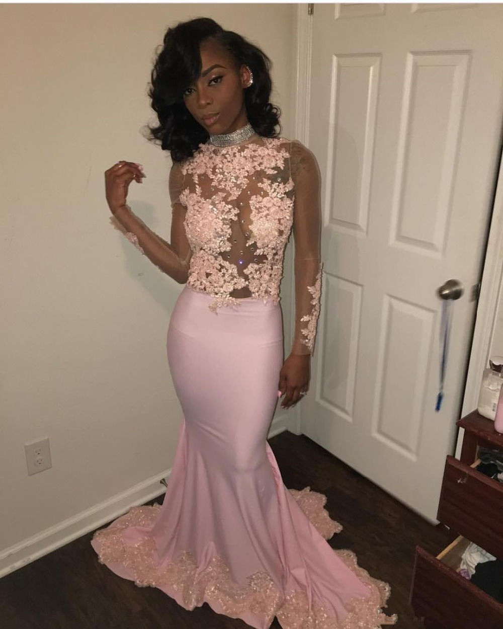 Crystal Pink Prom Dresses 2019 Evening Gowns Sexy Illusion Long Sleeve Mermaid Appliques Lace Formal Party Gowns Prom Dress