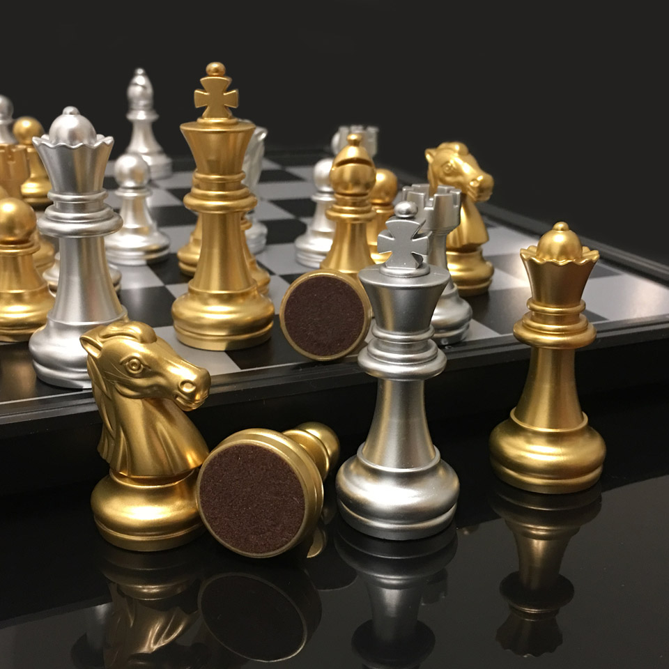 Medieval Plastic Chess Game Set Magnetic Chessmen Golden Sil…