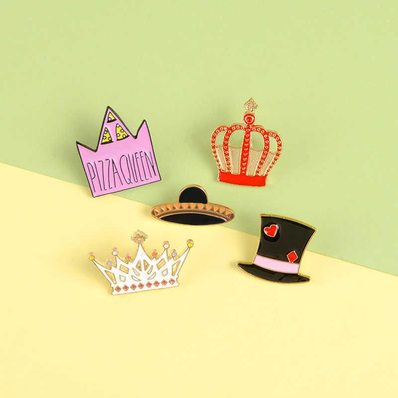 Raja dan Ratu Enamel Pin Kustom Mahkota Jerami Topi Ajaib Lencana Merah Muda Hitam Lapel Pin Bros Pakaian Tas Hadiah Perhiasan untuk Wanita Gadis