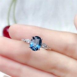 Женское кольцо из серебра 925 пробы с натуральным топазом 6*8 мм