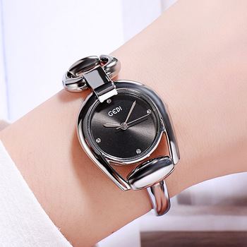 цена на Diamond Set  Ladies Bracelet Watch Fashion Simple Water Resistant Quartz Wrist Watch Women Unique Irregular Relogio Feminino