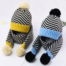 Зимний теплый вязаный шапка и шарф Лоскутная детская полосатая шапка комплект из 2 частей для мальчиков и девочек с шапка, закрывающая уши с Pom шарфы