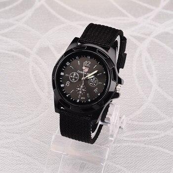 Μοδάτα ρολόγια χειρός σε διάφορους συνδυασμούς χρωμάτων