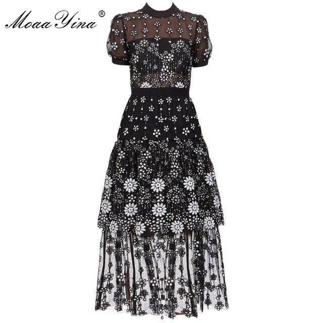 Женское платье миди с коротким рукавом и блестками