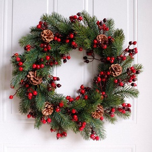 Image 3 - Декорированный искусственный Рождественский венок, зеленые ветви с сосновыми шишками, красные ягоды, внутреннее/наружное Рождественское украшение 45 см