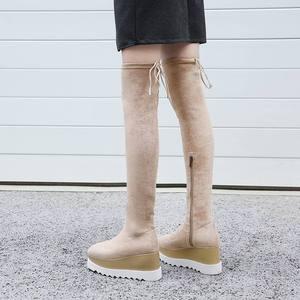 Image 4 - 새로운 도착 플록 플랫폼 스퀘어 발가락 웨지 무릎 부츠 위로 우아한 레이스 활주로 허벅지 높은 부츠 여성 겨울 신발 L03