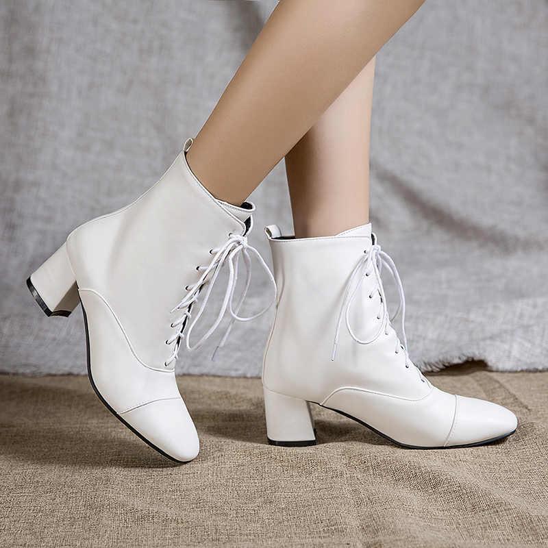 Moda yarım çizmeler siyah beyaz botlar kadın rahat düşük topuklu kısa çizmeler dantel Up PU deri büyük boy 34-45 ayakkabı kadın sonbahar