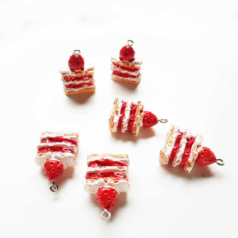 10pcs 20*25mm Kawaii 3D Resin Strawberry Cake Charms Pendants For DIY Simulation Food Earring Keychain Fashion Jewelry Accessory