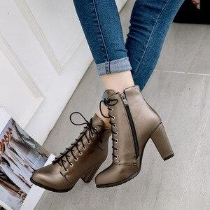 Image 2 - 패션 정품 가죽 레이싱 부츠 새로운 라운드 발가락 지퍼 중반 송아지 부츠 여성 발목 부츠