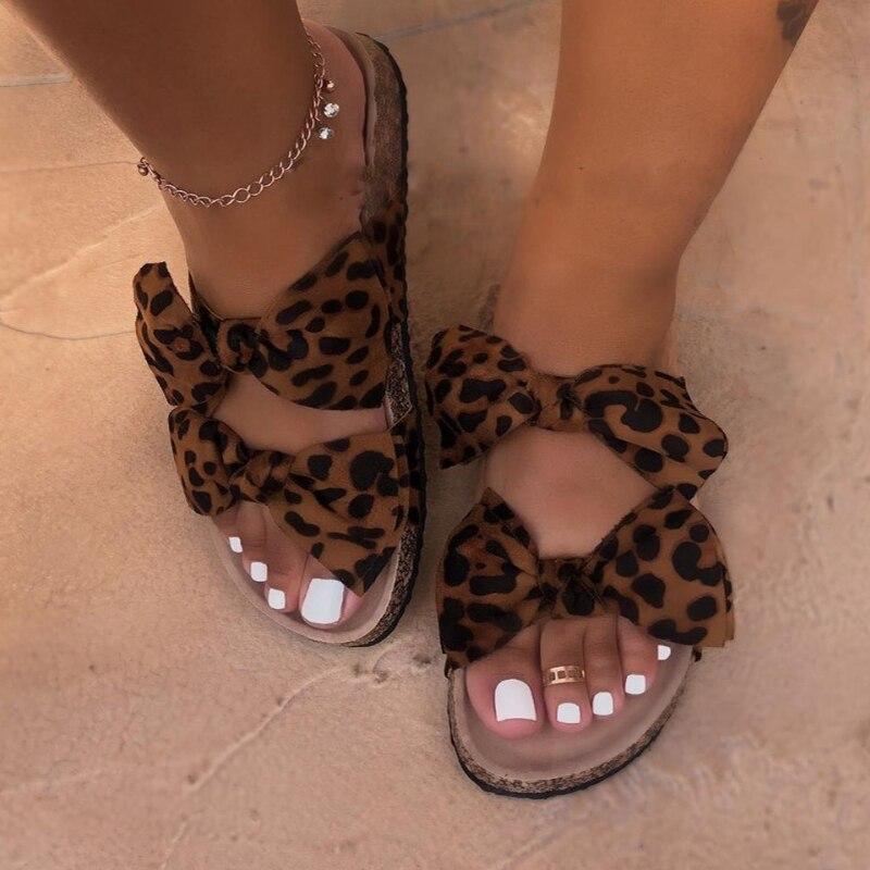 النساء الشقق النعال الصيف عادية الوجه يتخبط الزهور اللؤلؤ امرأة حذاء مسطح صنادل شاطئ الإناث مريحة 35-43 حجم كبير