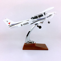 28CM 1:60 Classic ESSNA 172 SKYHAWK Model with base and wheels alloy aircraft plane collectible display model toy collection