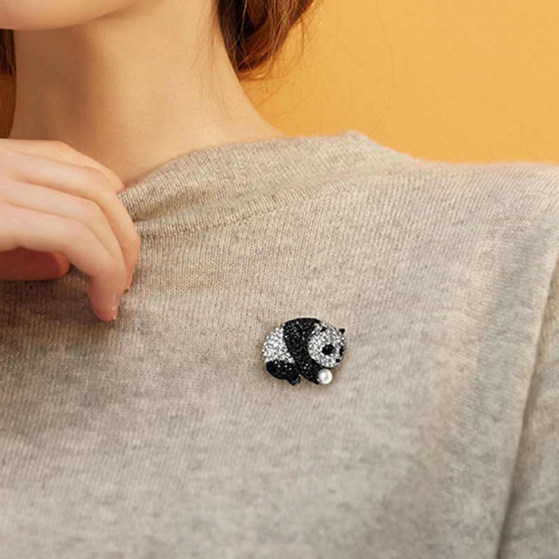 Lucu Enamel Panda Bros Vintage Mensimulasikan Mutiara Kristal Lapel Pins Trendi Bros untuk Wanita Topi Mantel Syal Aksesoris