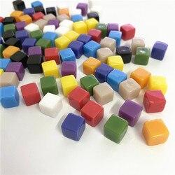 100 pçs/set 8mm cor sólida em branco canto quadrado acrílico dice xadrez peça peneira de ângulo direito cubo para o jogo de tabuleiro 10 cores