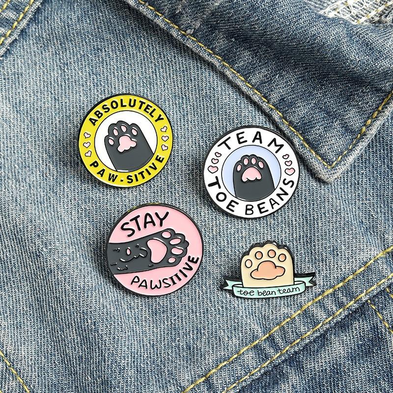 Милый розовый круглый эмаль на булавке на розово-обувь с принтом «кошачий коготь» оставаться позитивным когти Китти Pet значок для украшений...