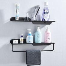 Черно белая полка для ванной комнаты с барной стойкой полотенец
