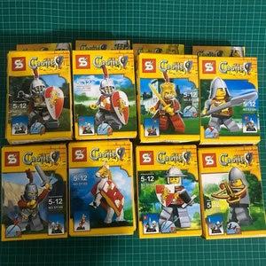 Roman medieval castle Mini figures Building blocks sets Enlighten bricks Toys for Children 8pcs/lot