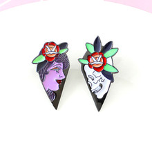 Gothic Funk Splicing Love Heart Queen And Skeleton Lovers Brooches Woman And Skeleton Enamel Laple Pins Gifts For Couple(China)