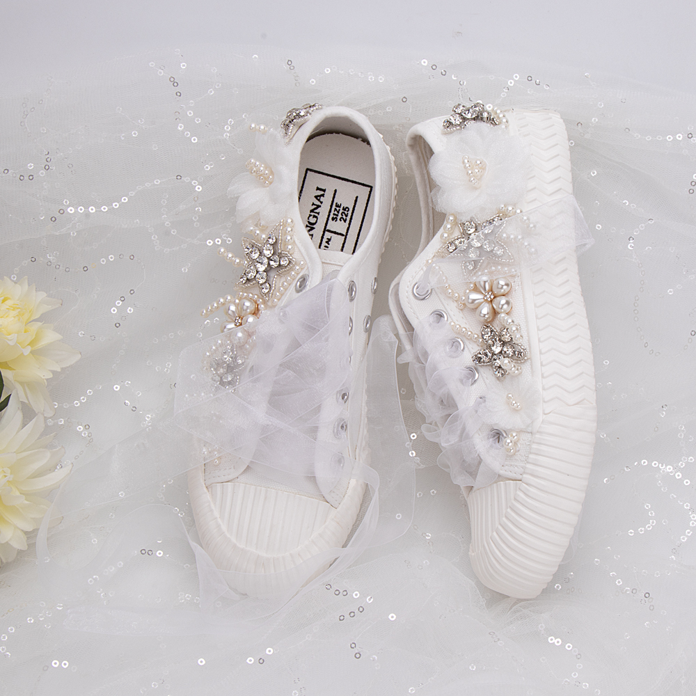 Women Canvas Shoes White Lace Flowers Sewed Beading Crystal Stars Silk Strap Girls Princess Students Sport Sneakers Female Flats