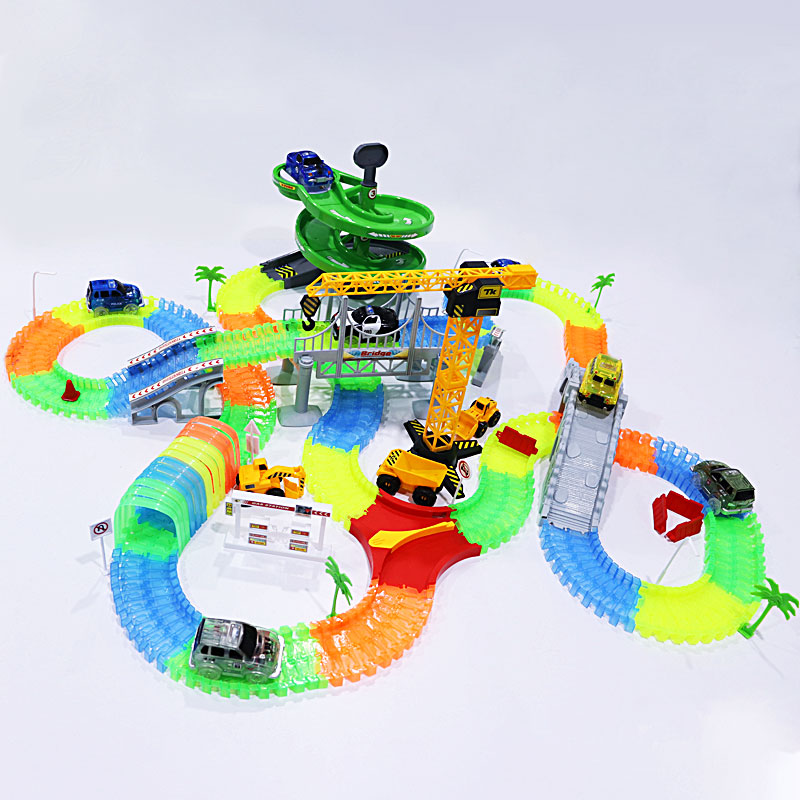 Büyülü parça yarış arabaları renkli ışıklar ile DIY plastik yarış Rrack karanlıkta parlayan yaratıcı hediyeler oyuncaklar çocuklar için