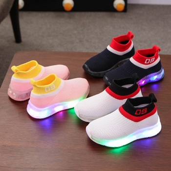 цена на 2020 High quality lighted LED children shoes Leisure cute boys girls shoes hot sales all season running kids sneakers