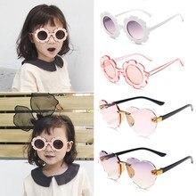Bonito quente óculos de sol para bebê meninas silicone segurança adorável óculos de sol do vintage flor forma coração praia crianças acessórios