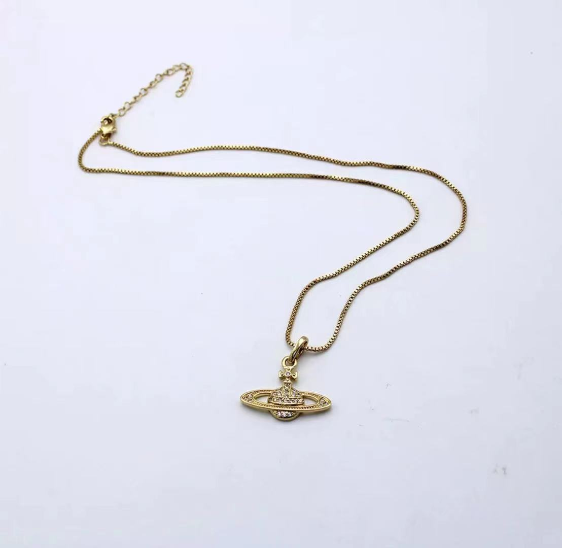 A European micro-inlaid Saturn love pearl chain pendant necklace trendy pendant female high-quality male gift couple