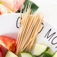 250 teile/beutel Bambus Zahnstocher Einweg Natürliche Zahnstocher Obst Einzigen Sharp Tooth Sticks Familie Restaurant Zubehör-in Zahnstocher aus Heim und Garten bei