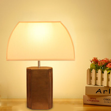 American Retro Luxury Decorative Table Lamp European Bedroom Villa Study Resin Base Fabric Lampshade Creative Desk Lamp