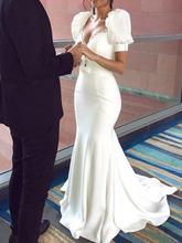 Короткие атласные кружевные свадебные платья с v образным вырезом