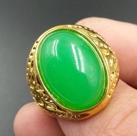 Natural Jade The Malay Jade Emerald Yang Green Large Egg Noodle Jade Ring Ring Golden Tray (Color: Green)