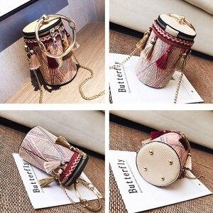 Image 2 - PUBGS Bolsos de hombro tipo bandolera a la moda para mujer, bolsos de paja portátiles con lámpara de cubo y borla de estilo nacional a rayas, 2019