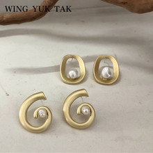 wing yuk tak Fashion Vintage Metal Geometric Earrings for Women 2019 New Jewelry Freshwater Pearls Statement Stud