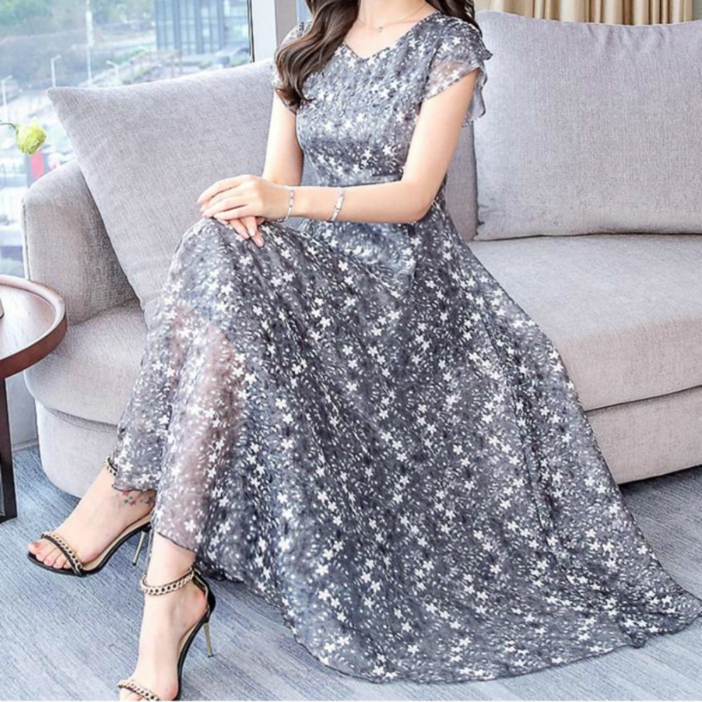 High Quality Plus Size M 3XL 2019 Summer New Arrival Hot Sale Stars Printed V Collar Short Sleeve Woman Chiffon Long Sexy Dress in Dresses from Women 39 s Clothing