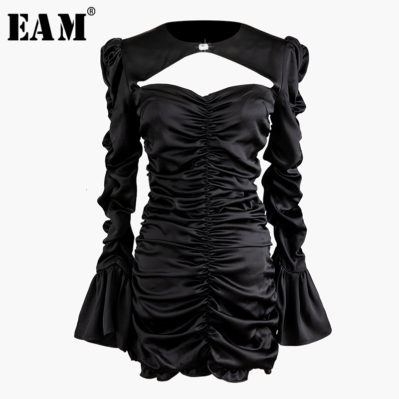 [EAM] Women Black Pleated Hollow Out Temperament Dress New Round Neck Long Sleeve Loose Fit Fashion Spring Autumn 2020 1N218