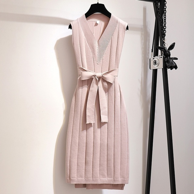 classic pencil dress, sweater like, belted beautifully 3