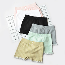 цена 2018 Baby Girl Shorts Candy Lace Safe Shorts Elastic Baby Clothes for Girl Colorful Lovely онлайн в 2017 году